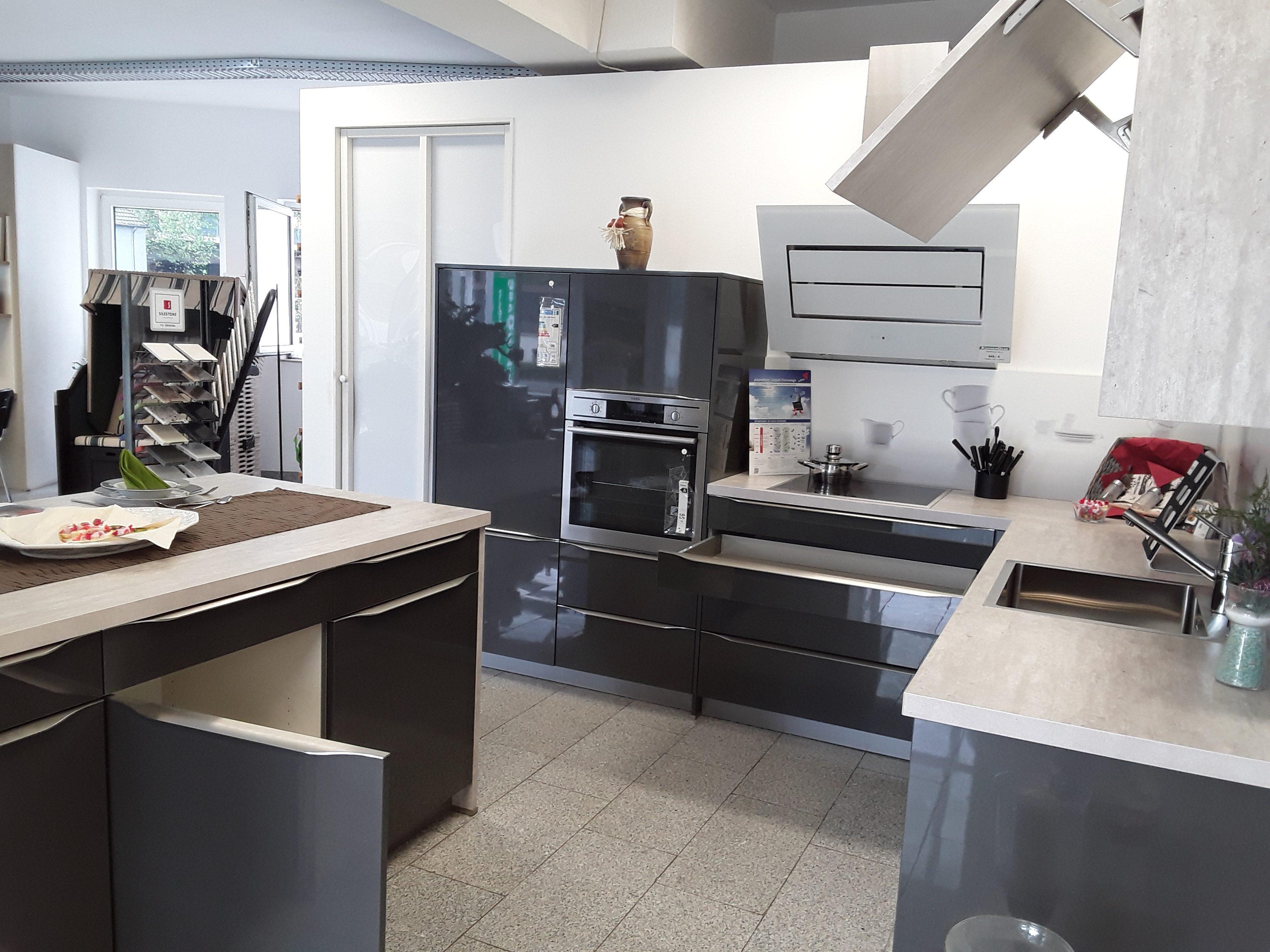 Sonderangebote und Vorführküchen von Küchenoase Hallen